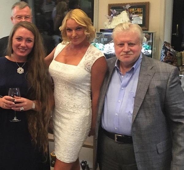 Анастасия Волочкова получила свой Майбах в подарок от Сергея Миронова и его партии «Справедливая Россия»