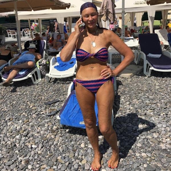 69-летняя Татьяна Васильева показала фото вкупальнике