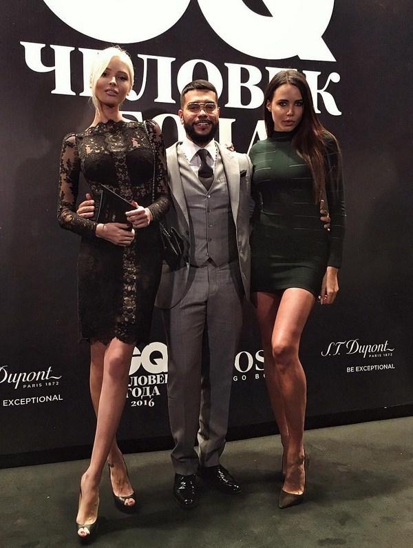 Тимати шокировал публику, появившись сразу с двумя девушками