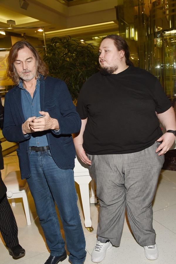 Сын Никаса Сафронова Лука Затравкин находится в критическом состоянии из-за ожирения
