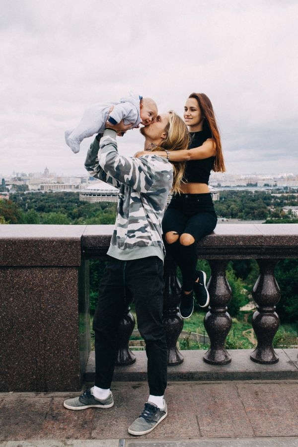 Появилась первая фотосессия сына Мэри Шум и Александра Тихомирова в Москве