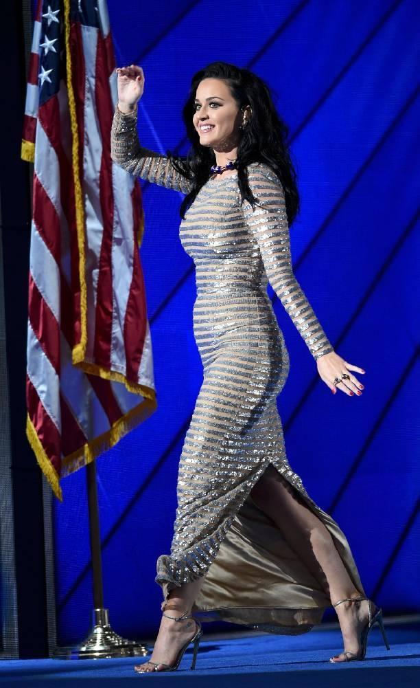 Кэти Перри снялась обнаженной в политическом ролике ради победы над Дональдом Трампом (видео)