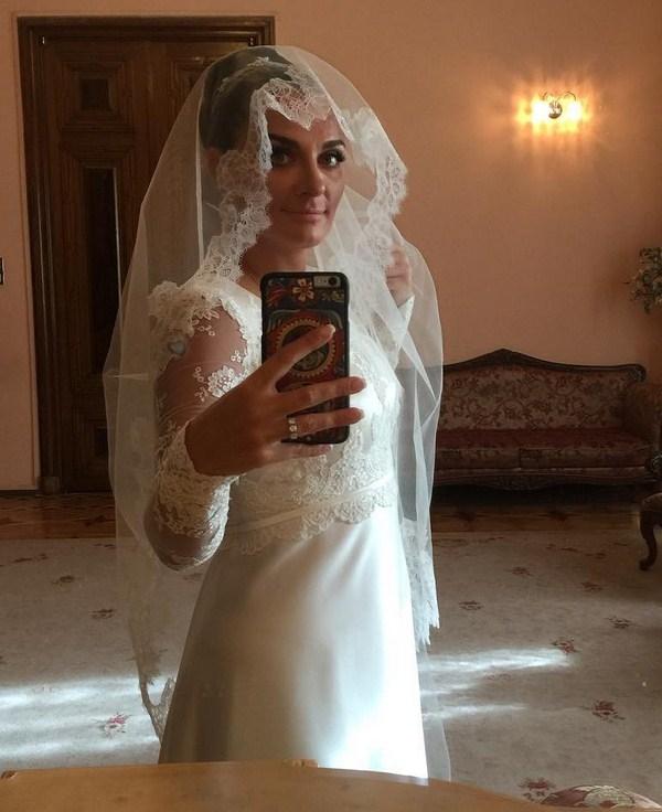 В сети появились первые фото со свадьбы Елены Ваенги