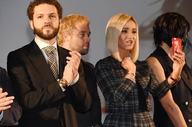 Недостойное поведение Ольги Бузовой на премьере фильма попало в объективы папарацци