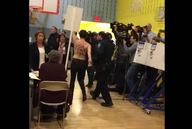 ВНью-Йорке две женщины обнажили грудь взнак протеста против Трампа