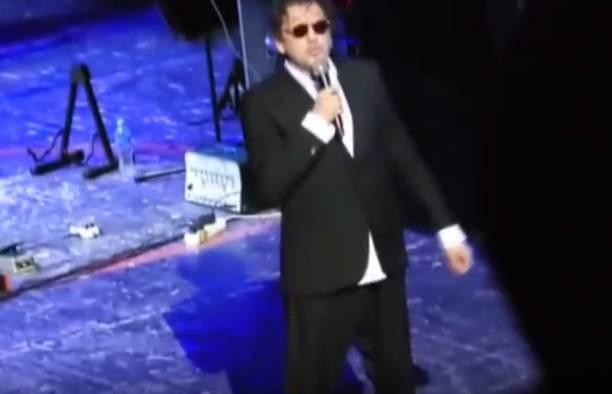 Григорий Лепс упал на сцене во время концерта в Ростове-на-Дону (видео)