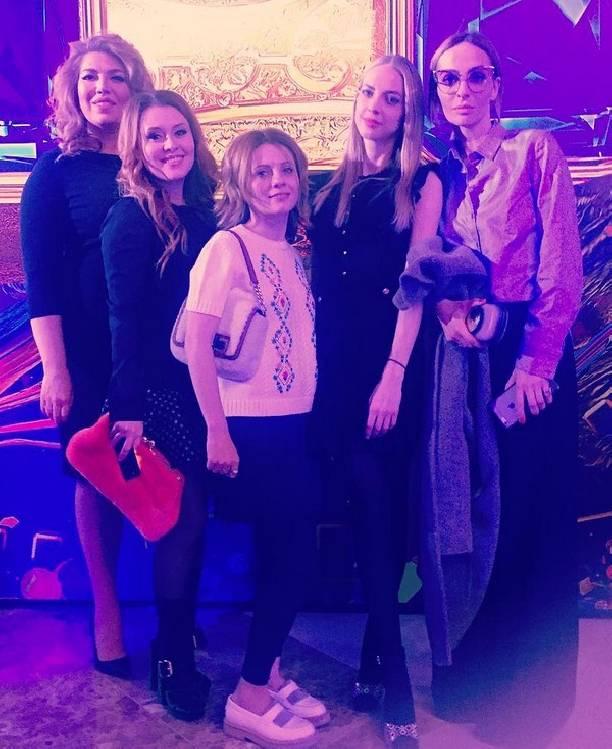Екатерина Скулкина предстала вобразе блондинки