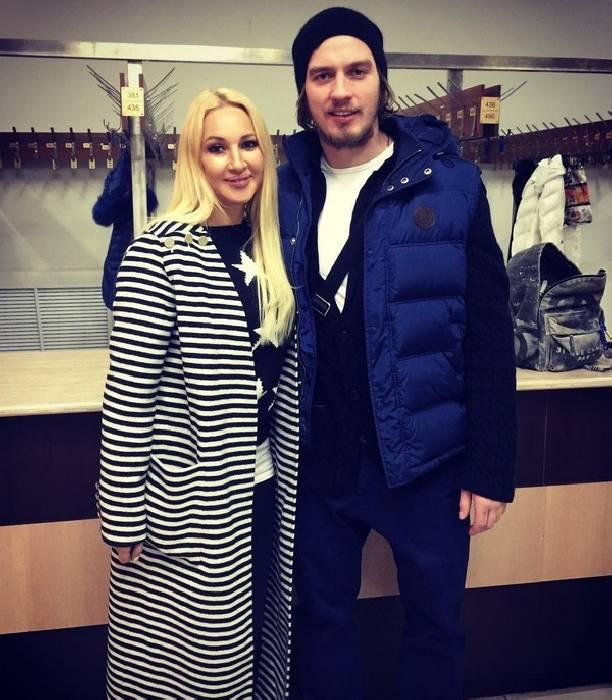 Муж Леры Кудрявцевой, Игорь Макаров, перенесет операцию— телеведущая поддерживает супруга в клинике