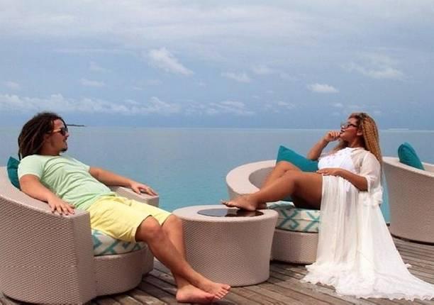 Корнелия Манго показала, как принимает ванну вместе с мужем