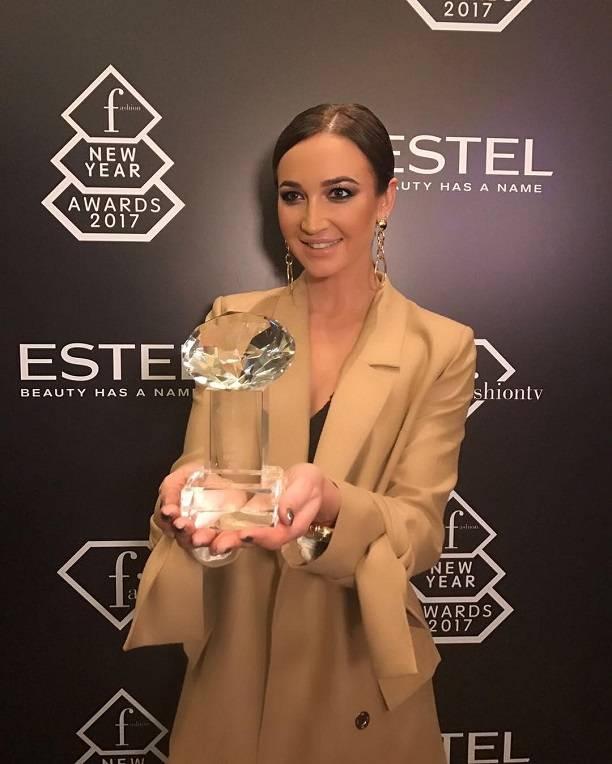 Ольгу Бузову наградили в категории «Прорыв года» заеепервую песню