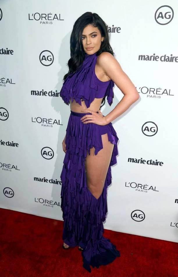 Платье нового формата на Кайли Дженнер ввело в ступор ценителей моды