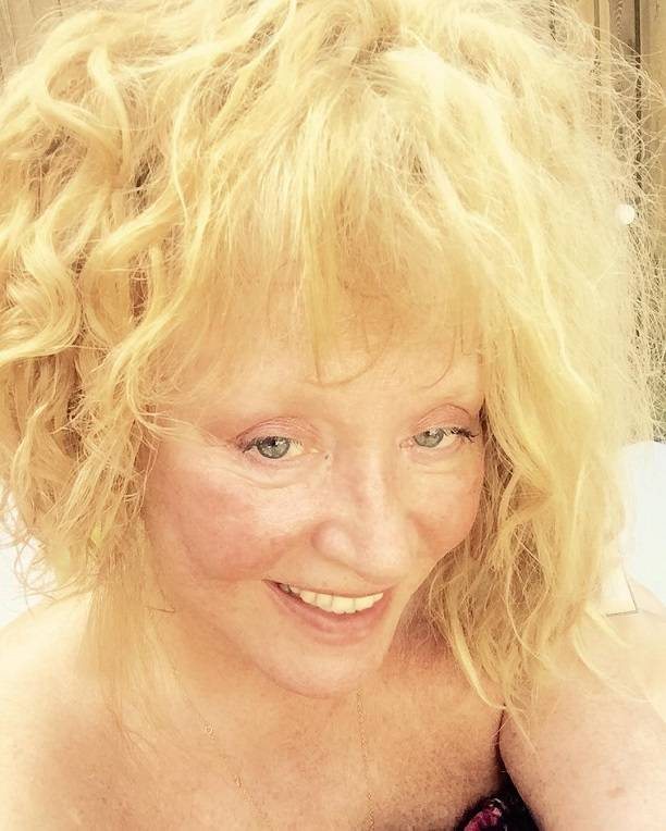 алла пугачева показала себя без макияжа после крещенского купания