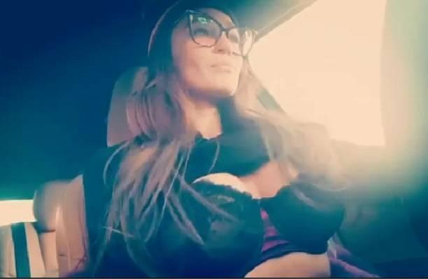 Алена Водонаева устроила стриптиз и назвала себя тупой пи***й