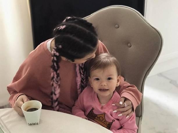 Елена Темникова испортила свою внешность новой прической