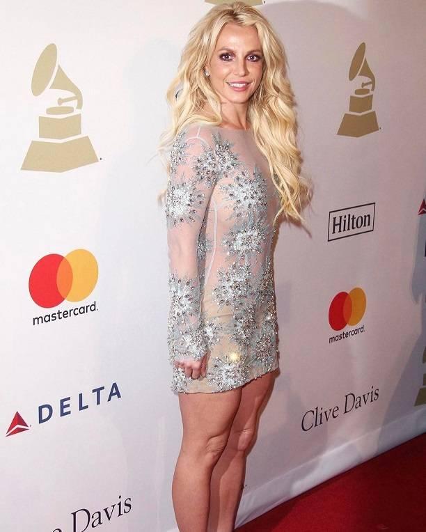 Бритни Спирс одела очень тесное вгруди голое одеяние