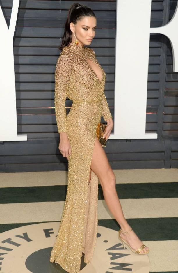 Гости вечеринки Vanity Fair не могли оторвать взгляд от платья Адрианы Лима