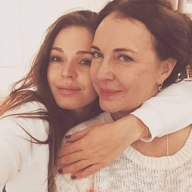 Агния Дитковските принимает пожелания от почитателей: артистка снова стала мамой