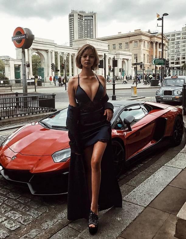 Алеся Кафельникова увеличила грудь на три размера