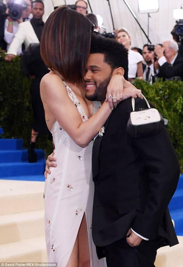 Мама Селены Гомес прокомментировала роман с хулиганом The Weeknd