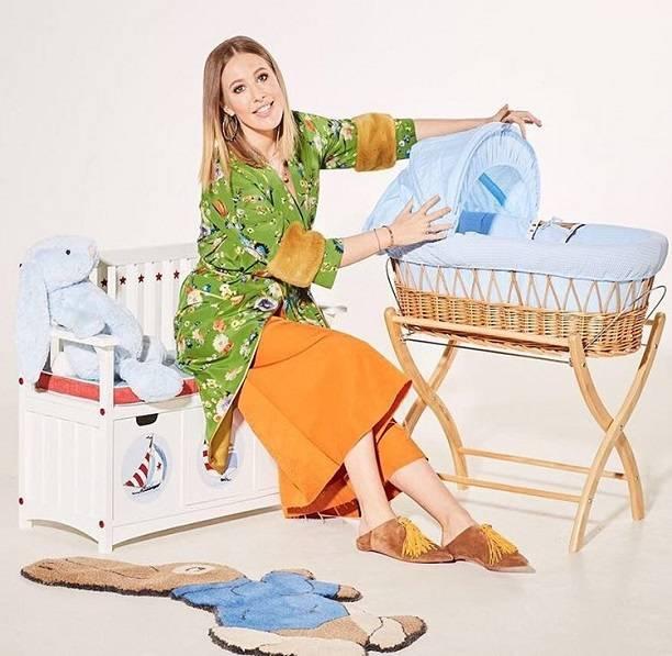 Ксения Собчак вспомнила о дне рождения сына рекламируя детскую мебель