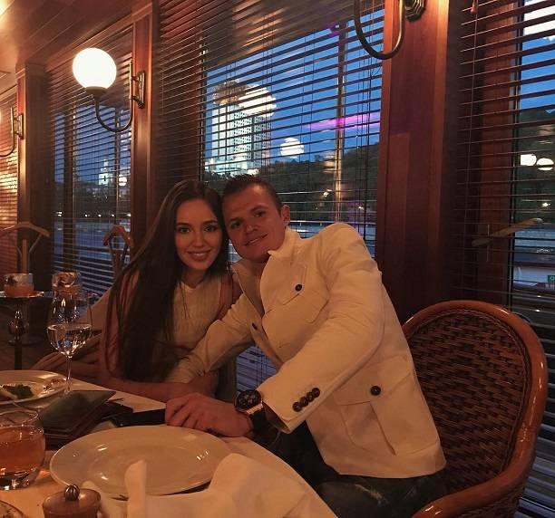 Дмитрий Тарасов повел Анастасию Костенко влюбимый ресторан Ольги Бузовой