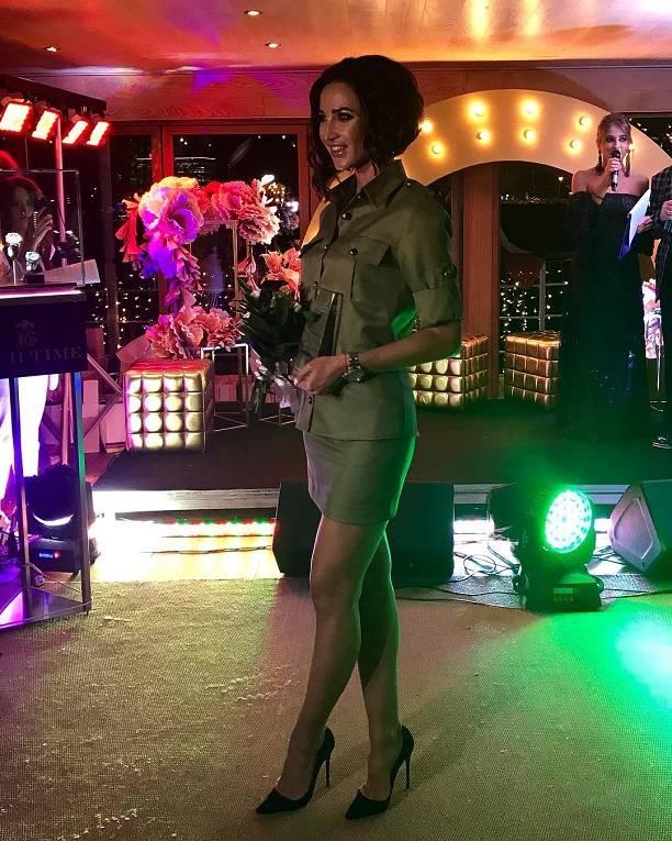 Ольга Бузова в супер-короткой юбке пообещала потрогать всех мужчин