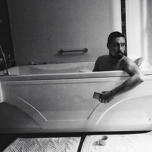 Девку напугали в ванной