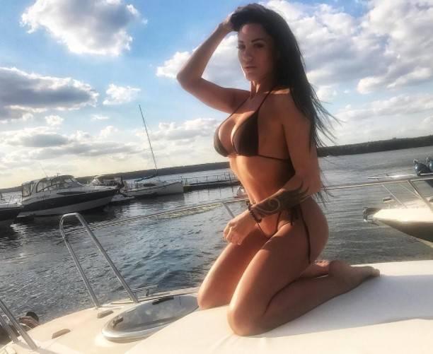 Окси Коновалова поразила формами гостей яхт-клуба