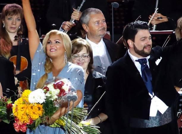 Эстрадная певица Анна Нетребко из-за болезни отменила выступление вВенской опере
