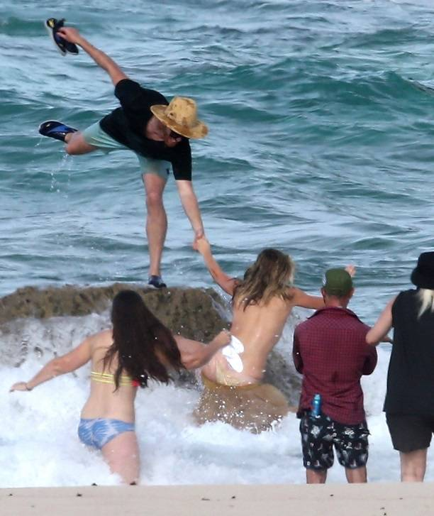 Модель Кейт Аптон сорвалась соскалы вовремя фотосессии топлес