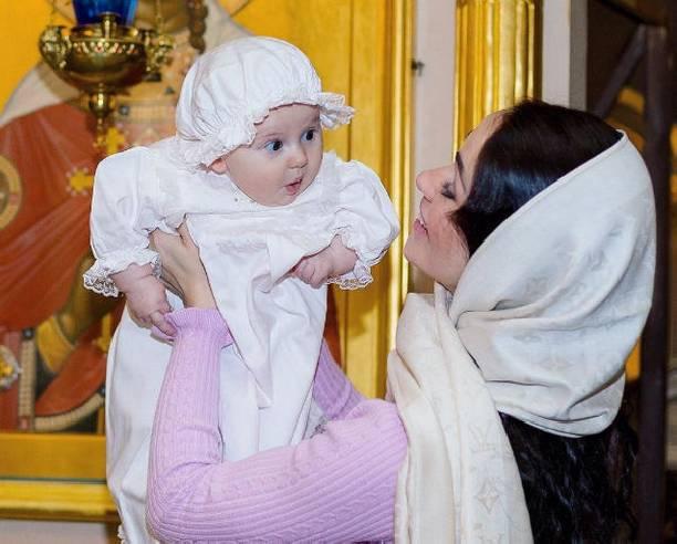 Маленькая дочь Степана Меньщикова Варвара госпитализирована в поликлинику