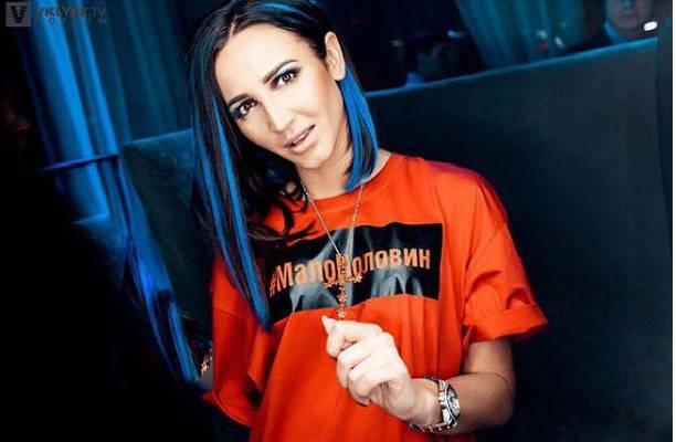 Скандальная русская эстрадная певица решила стать тренером сборнойРФ пофутболу