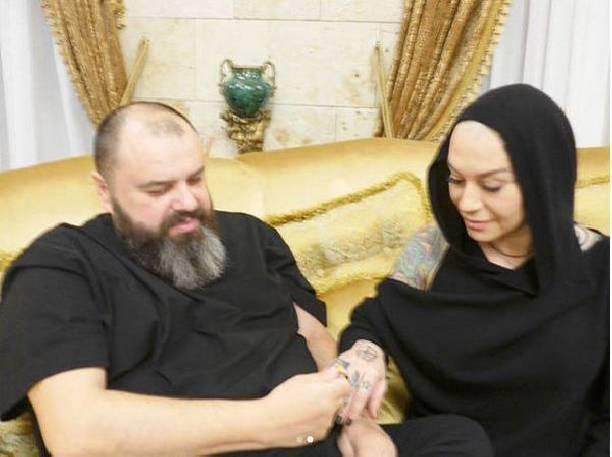 Максим Фадеев опроверг слухи опомолвке с эстрадной певицей Наргиз