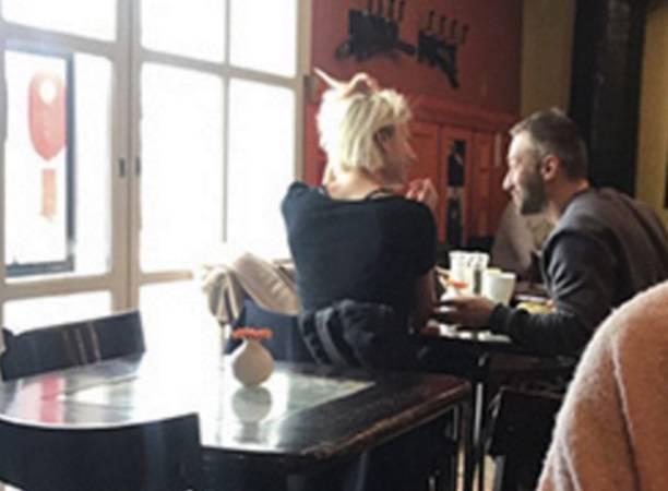 Дмитрия Шепелева заметили насвидании вкафе с неведомой блондинкой