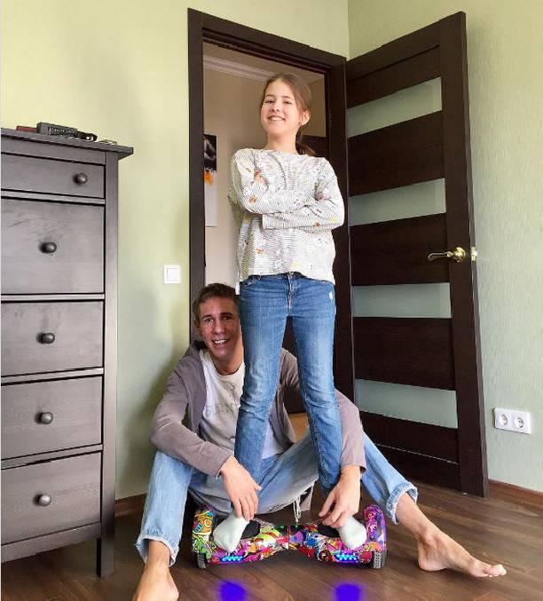 Алексей Панин покупает собственной 10-летней дочке пиво