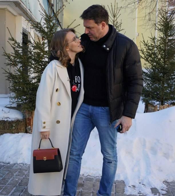 Ксения Собчак показала фигуру вкупальнике нафоне слухов обеременности