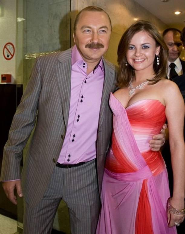 «Крик груди»: Юлия Проскурякова обратила внимание дизайнеров на собственный пышный бюст