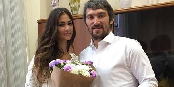 У24-летней дочери Веры Глаголевой разглядели округлившийся живот