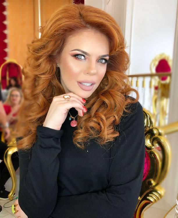 Эстрадную певицу Анастасию Стоцкую всети одурачили на140 тыс. руб.