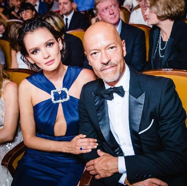 Паулина Андреева сверкнула обнаженной грудью