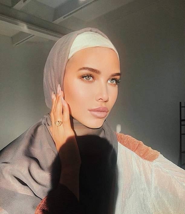 Анастасия Решетова пытается доказать Тимати свою покорность, надев хиджаб