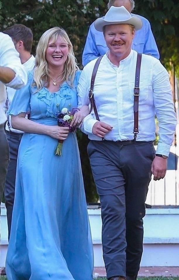 Папарацци сделали фото располневшей Кирстен Данст на свадьбе