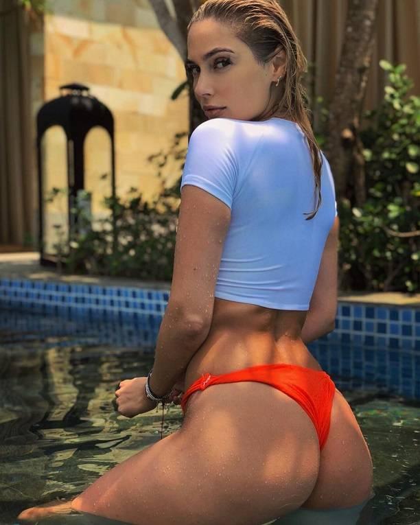 Наталья Рудова устроила эротическую фотосессию в бассейне