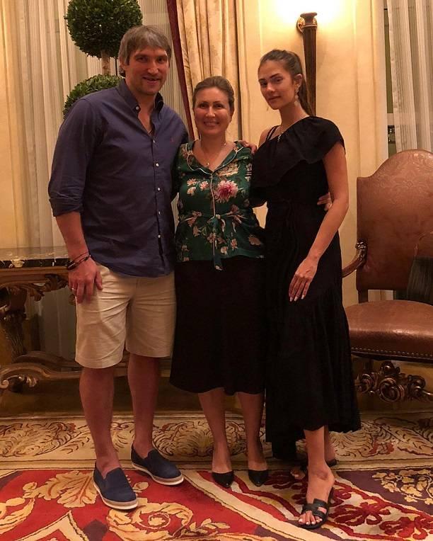 Анастасия Шубская поделилась фото в купальнике после родов