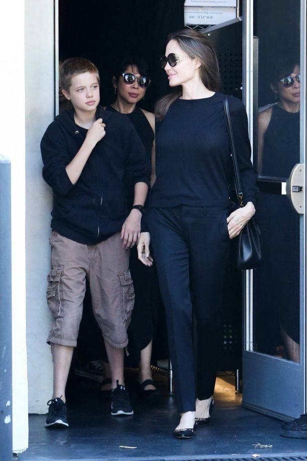 Дочка Анджелины Джоли стала не только выглядеть, но и вести себя, как мальчик