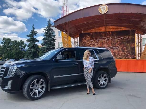 Депутат Алексей Яковлев отстранился от общества после скандальных танцев жены Оксаны на МКАД
