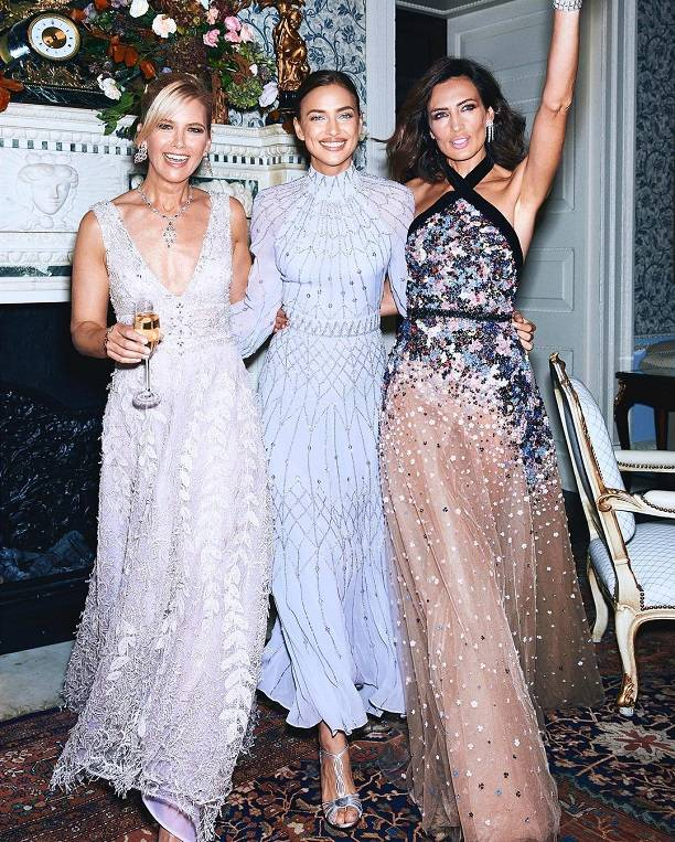 Ирина Шейк поразила роскошной фигурой и платьем гостей Букингемского дворца