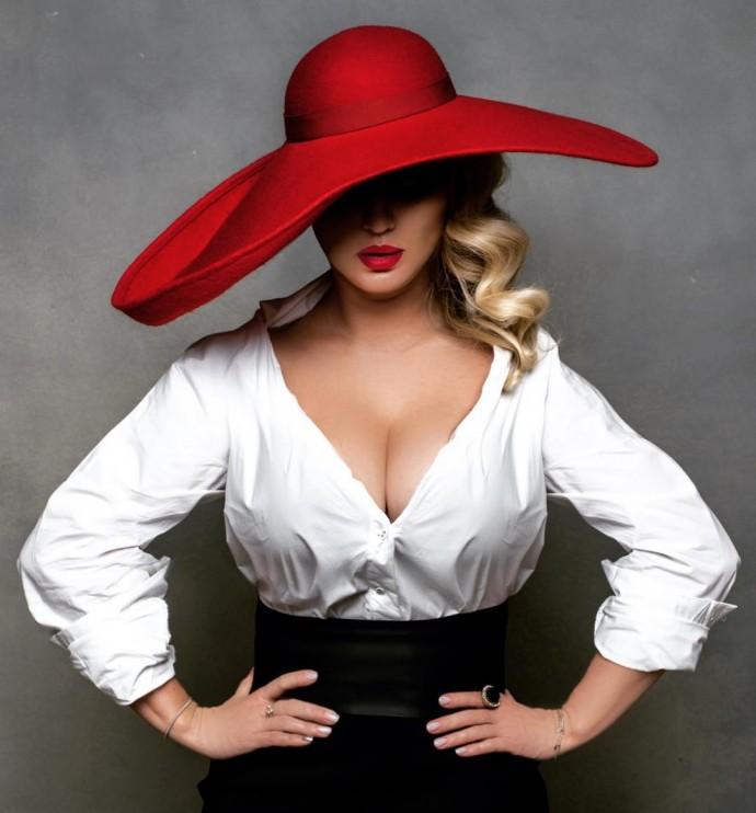 Анна Семенович заставила мужчин дрожать от удовольствия, показав грудь