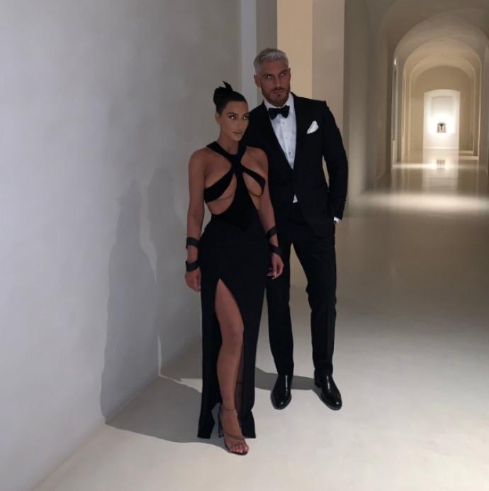 Ким Кардашьян поразила очередным откровенным платьем