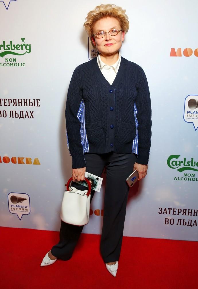 Елена Малышева восхитила стильным нарядом и ужаснула песней про матку